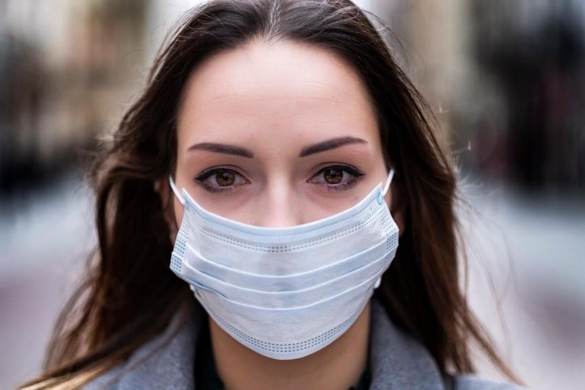 Przepisy dotyczące zasłaniania nosa i ust są zdaniem wielu prawników niejasne.