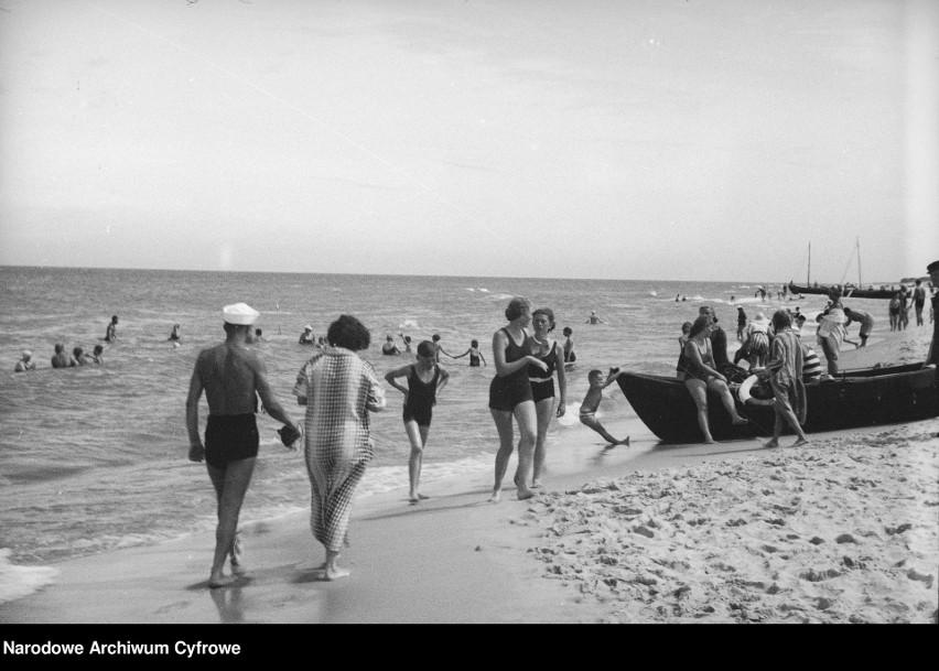 1935  Na plaży w Wielkiej Wsi.