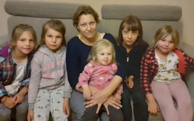 Katarzyna ze swoimi najmłodszymi córkami