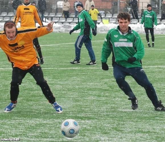 Stal Stalowa Wola (zielone koszulki) czeka ciężka walka o utrzymanie się w I lidze.