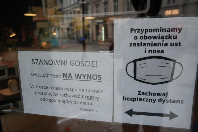 Poznańskie restauracje serwują jedzenie tylko na wynos. By nie zgubić się w ofercie kucharzy - użyj hasztag #GastroPoznanRazem - stworzonego przez PLOT. Są też spersonalizowane hasztagi dla rodzajów kuchni, sposobu dostawy itp.