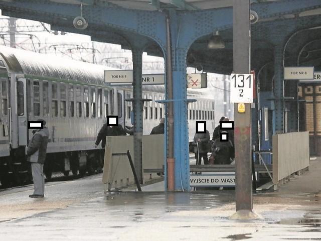 Miał COVID-19 i jechał pociągiem relacji Słupsk - Szczecin. Złamał zasady izolacji. Teraz sanepid szuka pasażerów