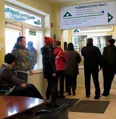 Tylko 18 proc. zarejestrowanych bezrobotnych ma prawo do zasiłku Fot. Maciej Hołuj