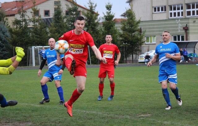Mecz GKS Trąbki Wielkie (na czerwono) - GTS Rokitnica