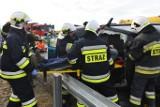 Wypadek na S5: Zderzenie dwóch aut i rozszczelnienie cysterny. Służby ćwiczyły na węźle Czempiń [ZDJĘCIA]