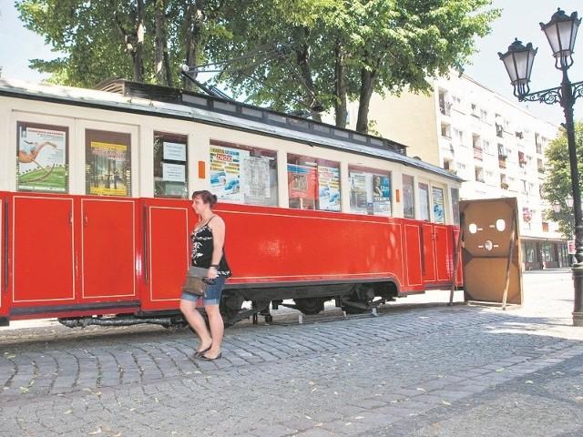 """Ulica Nowobramska razem z tramwajem zdobyła w 2004 roku nagrodę w IX Ogólnopolskim konkursie """"Modernizacja Roku 2004""""."""