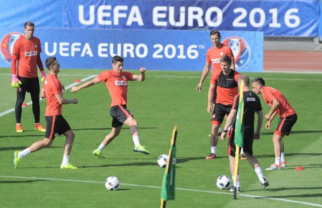 Oczy sportowego świata od piątku skierowane są głównie na Francję, gdzie trwa turniej finałowy 15. mistrzostw Europy w piłce nożnej