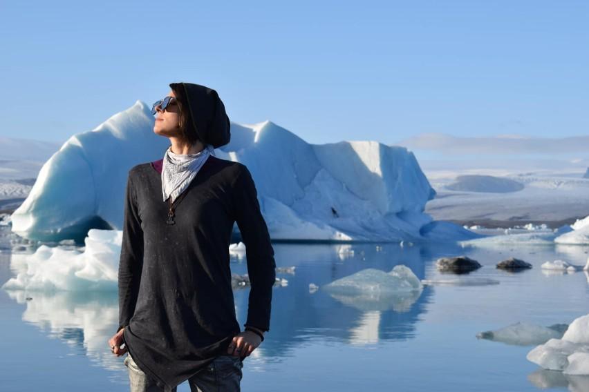 Islandczycy, żyjąc na wyspie wulkanicznej na środku oceanu,...