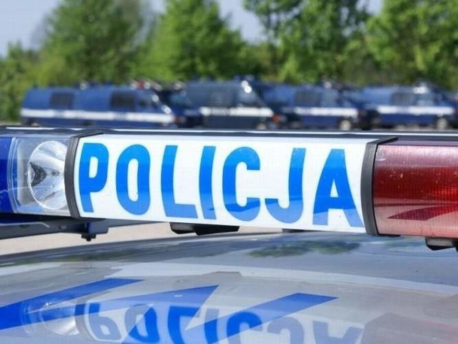 W sprawach dotyczących osób narażonych na zamarznięcie dzwonić można pod alarmowy numer telefonu Policji 997 lub komórkowy 112.
