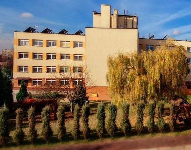 W Domu Pomocy Społecznej w Lipsku wydzielono strefy - na pierwszym piętrze są pracownicy i pensjonariusze zakażeni, na drugim zdrowi.