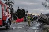 Przytkowice. Tragiczny wypadek na DW 953 na granicy pow. krakowskiego i wadowickiego. Kierowca osobówki zginął na miejscu [Foto]