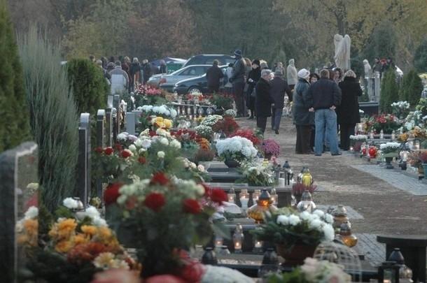 """[sc]STAROGARD GDAŃSKI [/sc]-  nie będą wprowadzane istotne zmiany w organizacji ruchu drogowego;-  wprowadzone zostanie ograniczenie prędkości do 30km/h na ul. Skarszewskiej w Starogardzie Gdańskim na odcinku od skrzyżowania z ul. Biskupa. Dominika przylegającej wzdłuż cmentarza komunalnego """"Łapiszewo"""".ROZKŁAD JAZDY, DOJAZD DO CMENTARZA - na starogardgdanski.naszemiasto.pl"""
