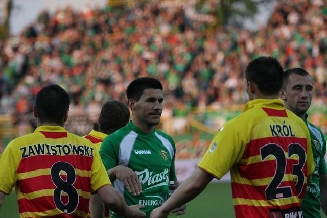Vuk Sotirovic (w środku) być może wróci do Jagiellonii