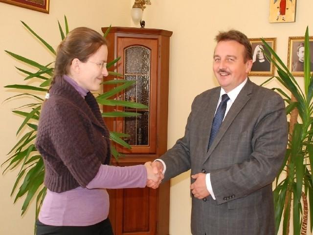 Koordynatorem projektu z ramienia PWSTE jest Elżbieta Szombara.  Nz. z prof. nadz. dr hab. Wacławem Wierzbieńcem, rektorem PWSTE w Jarosławiu.