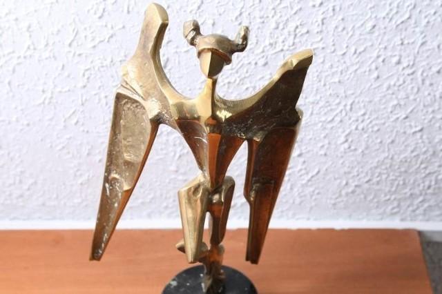 Taką statuetkę otrzymają w tym roku laureaci nagrody gospodarczej województwa świętokrzyskiego Skrzydła 2011.