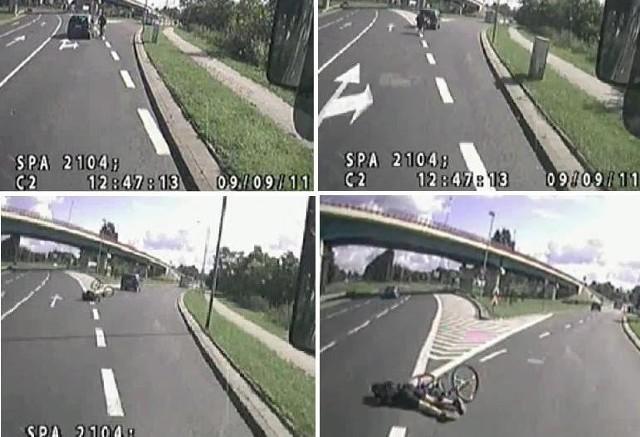 Kadry z filmu umieszczonego w internecie. Renault potrąciło rowerzystę, kierowca uciekł. Do zdarzenia doszło za Mostem Pionierów w Szczecinie.