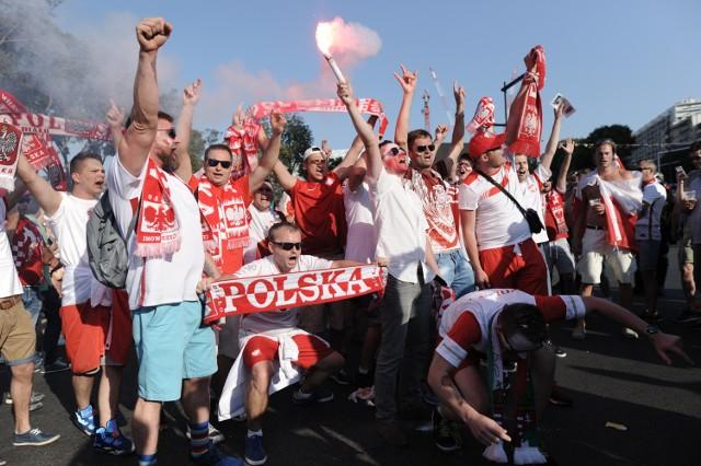 Polscy fani opanowali ulice Marsylii. Podczas ćwierćfinałowego meczu z Portugalią na Stade Velodrome ma pojawić się co najmniej 30 tysięcy kibiców z Polski.