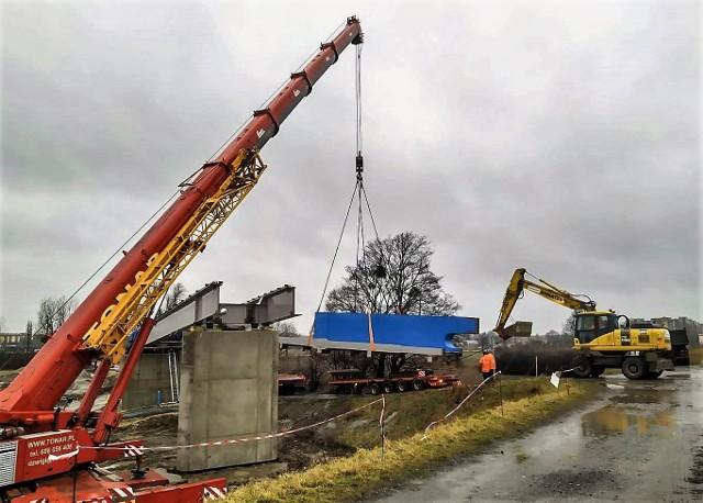 Budowa kładki nad Kanałem Ulgi w Opolu ma być zakończona jesienią tego roku