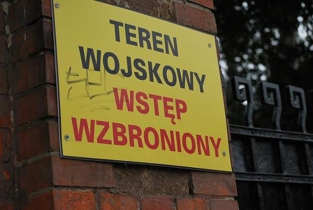 Wojskowe nadal jest Leszno, ale też straciło trochę na znaczeniu. Do 2011 roku w mieście stacjonował 69. pułk przeciwlotniczy. Jednostka jednak nie zniknęła a weszła w skład 4. Zielonogórskiego Pułku Przeciwlotniczego, którego dwa dywizjony stacjonują właśnie w Lesznie.