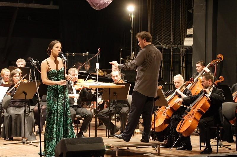 Anna Czartoryska z orkiestrą w filharmoniiAnna Czartoryska z orkiestrą w filharmonii.