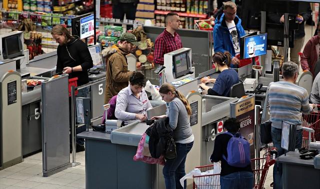 Część klientów instytucji pożyczkowych zaciąga zobowiązania na zakup towarów podczas samych zakupów.