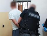 Sokółka. Podpalił drzwi od mieszkania w bloku. Teraz posiedzi w areszcie. Odpowie za zniszczenie mienia i groźby karalne (zdjęcia)