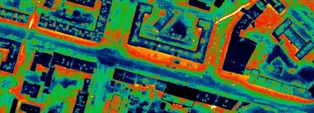Zdjęcie termowizyjne kanału ciepłowniczego przy ul. Nowy Świat, który został już przebudowany.
