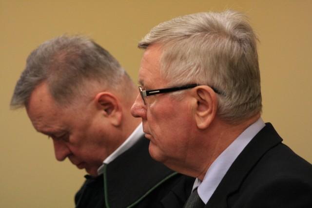 Były burmistrz i jego obrońca Jerzy Synowiec.
