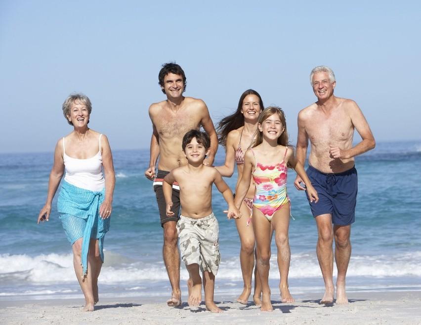 Wśród przyjaciół żyjemy dłużej, spotykajmy się więc jak najczęściej w gronie rodziny i znajomych