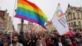 Tęczowy Piątek w szkołach już jutro. To akcja środowisk LGBT. Co to Tęczowy Piątek? Lista szkół w sieci? Episkopat ostrzega [24.10.2019]