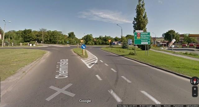 Docierając ul. Chełmińską w Świeciu do tego skrzyżowania można ruszyć w podróż w kilku kierunkach