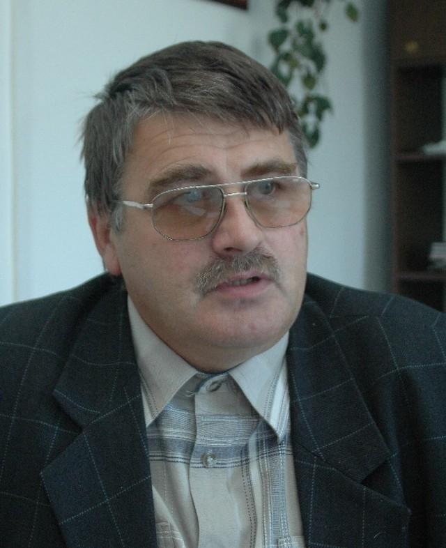 Kazimierz Miśkowicz, lat 51, bezpartyjny, żonaty, 13 - letnia córka, wójtem Gminy Krempna jest od 1990 r.