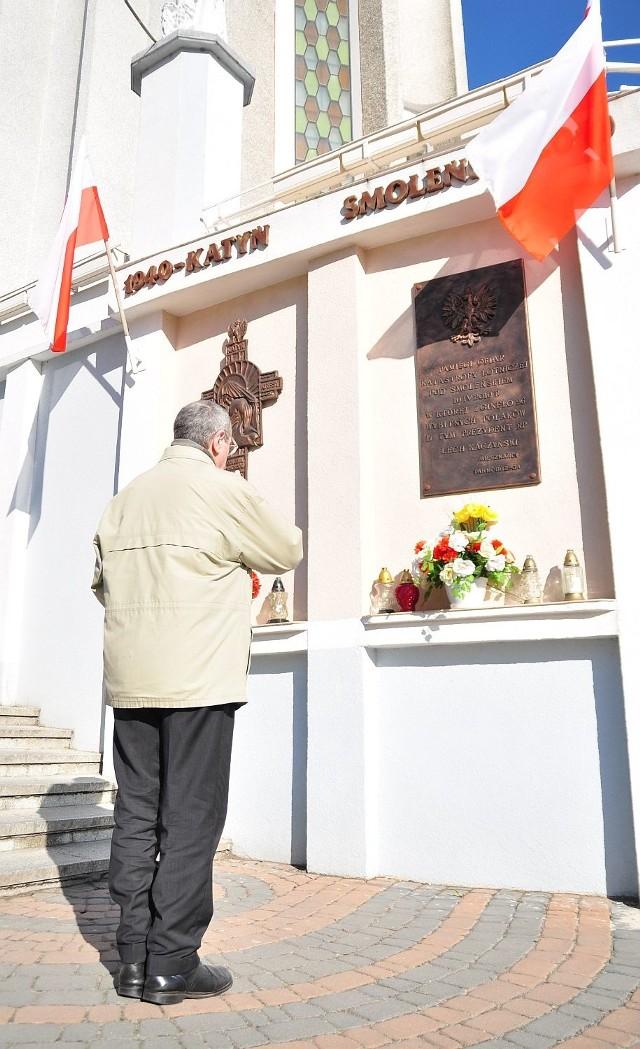 We wtorek o godzinie 8.41 przy tablicy upamiętniającej 96 ofiar katastrofy lotniczej w Smoleńsku obok Kościoła Matki Bożej Nieustającej Pomocy w Tarnobrzegu była... jedna osoba.