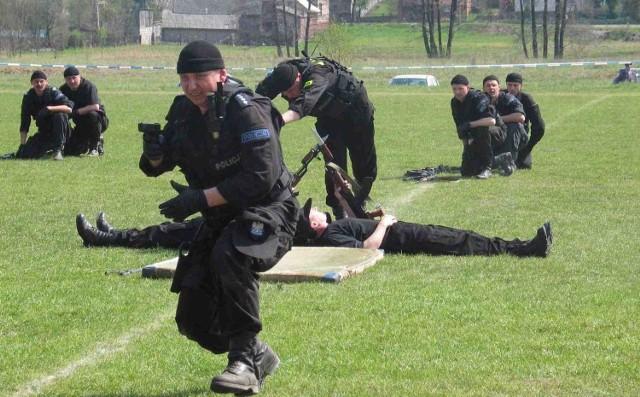 Praca w policji wymaga dobrej kondycji fizycznej i opanowania sztuk walki. Tego m.in. zamierzają uczyć w Sosnowcu