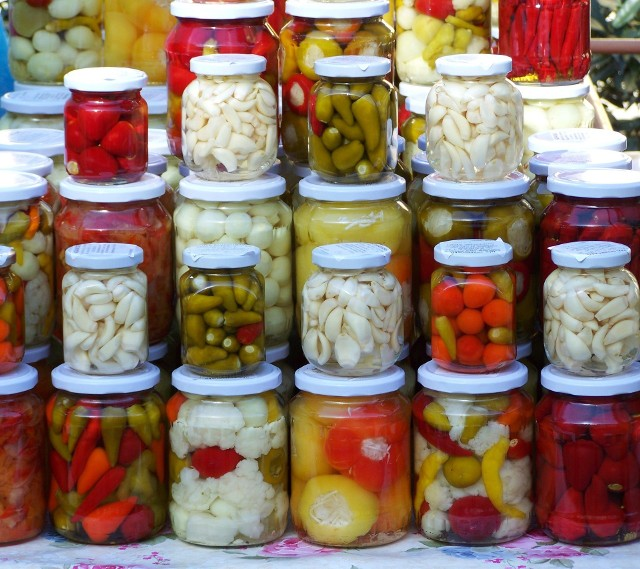 Domowe przetwory wracają do łask! Kliknijcie w galerię i zobaczcie najlepsze, sprawdzone przepisy naszych Czytelników na ogórki, papryki, pomidory i kapustę na zimę.