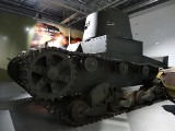 Muzeum Broni Pancernej: Sensacyjny eksponat! Niepokazywany dotąd polski przedwojenny czołg Vickers E trafił do Poznania [ZDJĘCIA]