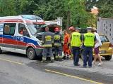 """Wypadek z udziałem karetki we Wrocławiu. Przewożony pacjent... """"wyzdrowiał"""" i poszedł do domu [ZDJĘCIA]"""