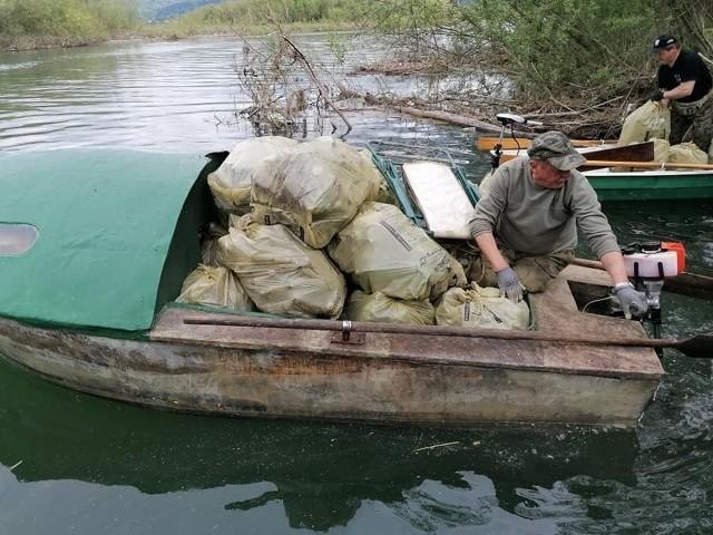Akcja sprzątanie Jeziora Żywieckiego.