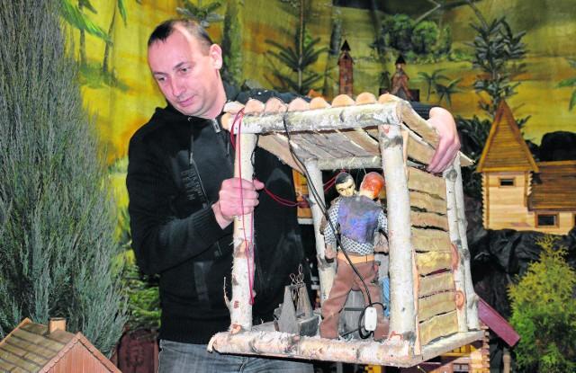 Paweł Stępień to prawie ojciec bernardyn. Buduje szopkę od  ponad 20 lat. Jest też Chrystusem w Misterium Męki Pańskiej
