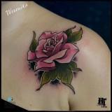 Nadeszła wiosna, czas na tatuaż! Zobacz piękne wzory z motywami kwiatowymi [ZDJĘCIA]