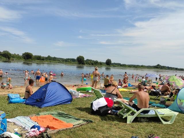 Tłumy na plaży Dojlidy w Białymstoku (31.07.2021 r.)