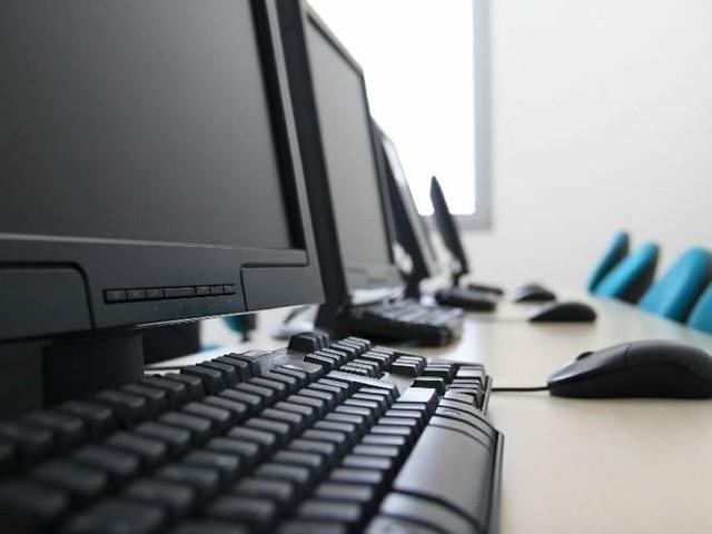 W ramach programu przeciwdziałania wykluczeniu cyfrowemu, mieszkańcy Turośni Kościelnej z trudną sytuacją finansową mogą otrzymać za darmo komputery.