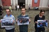 """Kilku młodych ludzi w Poznaniu: Nie chcemy tu """"multi-kulti"""" [ZDJĘCIA]"""