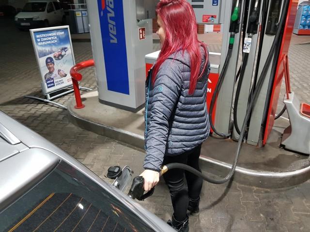 Wysoka inflacja to w znacznej części efekt wzrostu cen paliw. W ciągu ostatnich dwunastu miesięcy na stacjach paliw wzrosły one o blisko 30 procent! To z kolei efekt rekordowych cen ropy na rynkach światowych.