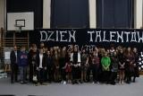 Dzień Talentów w II LO w Białymstoku. Uczniowie zaprezentowali swoje zdolności artystyczne (zdjęcia)