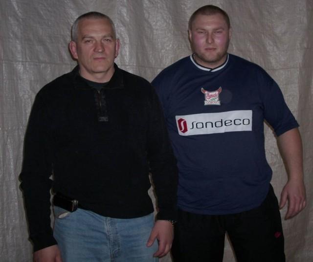 Jacek Piersiak (z prawej) znów będzie występował w barwach Stali Sandeco Rzeszów. Nz. z Krzysztofem Nowakiem, wiceprezesem sekcji zapaśniczej.