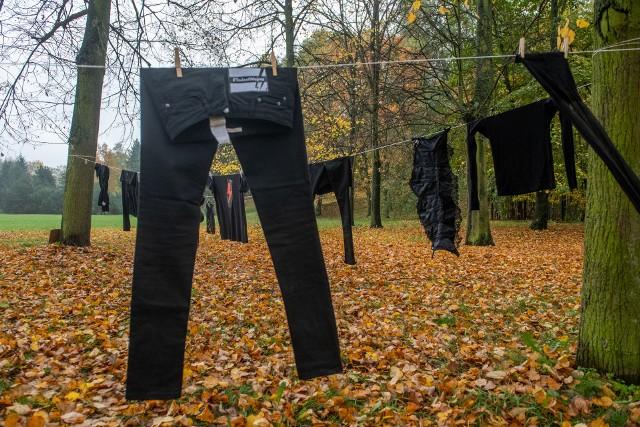 W sobotę na Cytadeli rozwieszano czarne pranie. To kolejna odsłona protestów po wyroku TK w sprawie aborcji.Kolejne zdjęcie -->