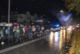 Czwarty protest w Suchedniowie. Kilkadziesiąt osób maszerowało ulicami miasta [WIDEO, zdjęcia]