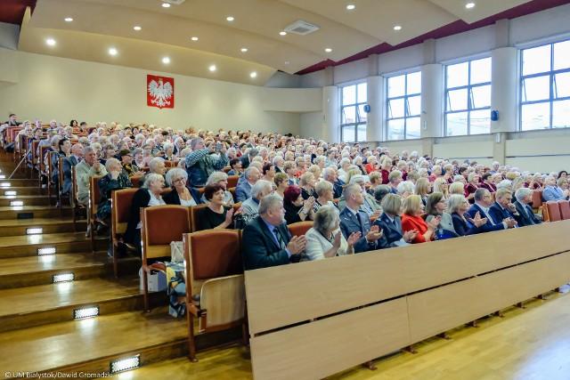 W październiku studenci UTW w Białymstoku rozpoczęli nowy rok akademicki. W uroczystej inauguracji roku 2018/2019 nie zabrakło władz miasta, województwa oraz przedstawicieli uczelni i organizacji pozarządowych, które stale współpracują z UTW.