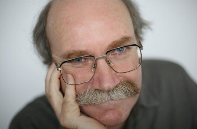 """Marek Oramus, pisarz fantastyki, publicysta. Debiutował w 1982 roku książką """"Senni zwycięzcy"""". W ubiegłym roku wydał """"Wszechświat jako nadmiar"""" – opowieści o kosmosie."""